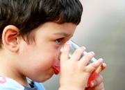 ბიჭი სვამს