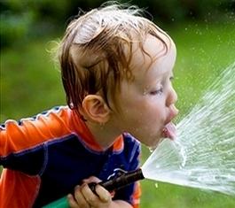 როგორი წყალი უნდა დალიოს ბავშვმა