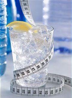 რა რაოდენობის წყალი უნდა დავლიოთ წონის დაკლების მიზნით